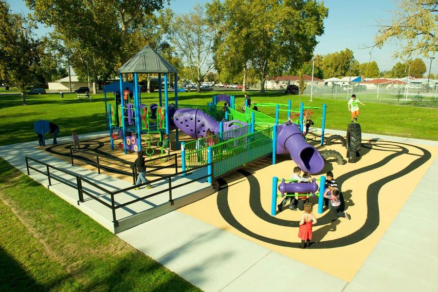 Покрытие для уличных детских площадок.